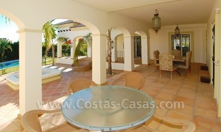 Luxe beachside villa te koop in Marbella 8