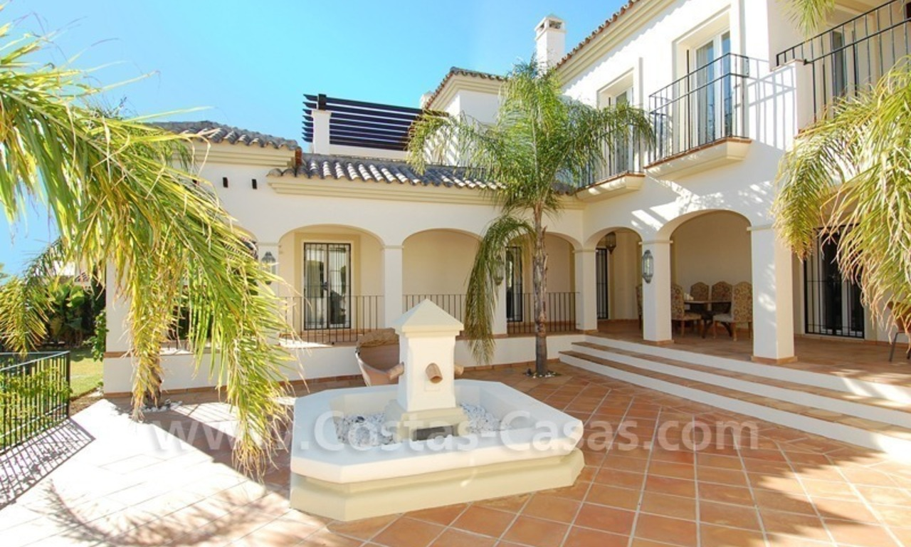 Luxe beachside villa te koop in Marbella 5