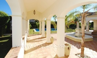 Luxe beachside villa te koop in Marbella 7