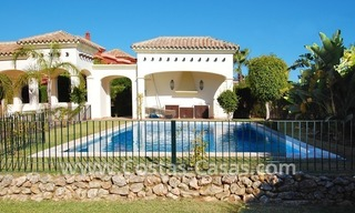 Luxe beachside villa te koop in Marbella 2