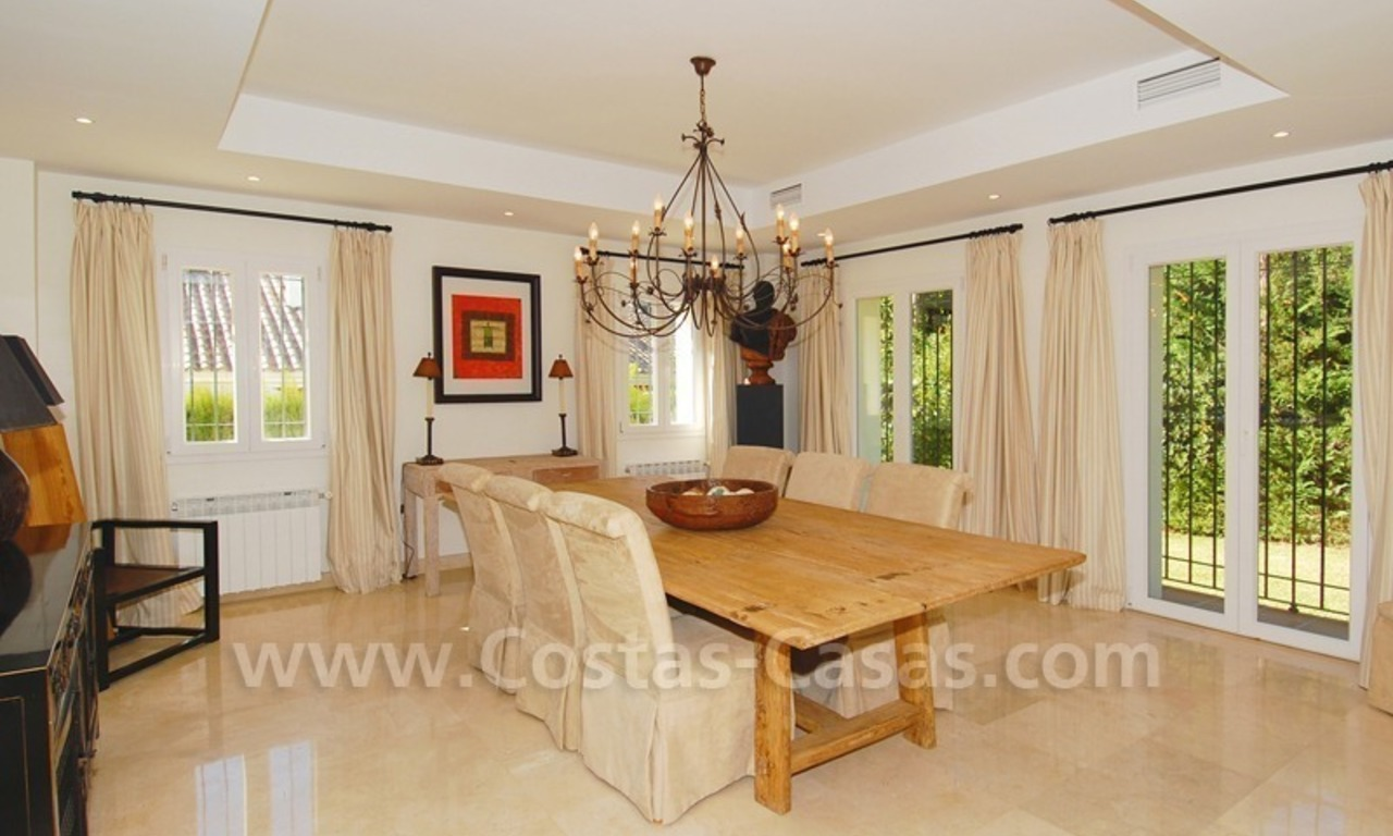Luxe beachside villa te koop in Marbella 15