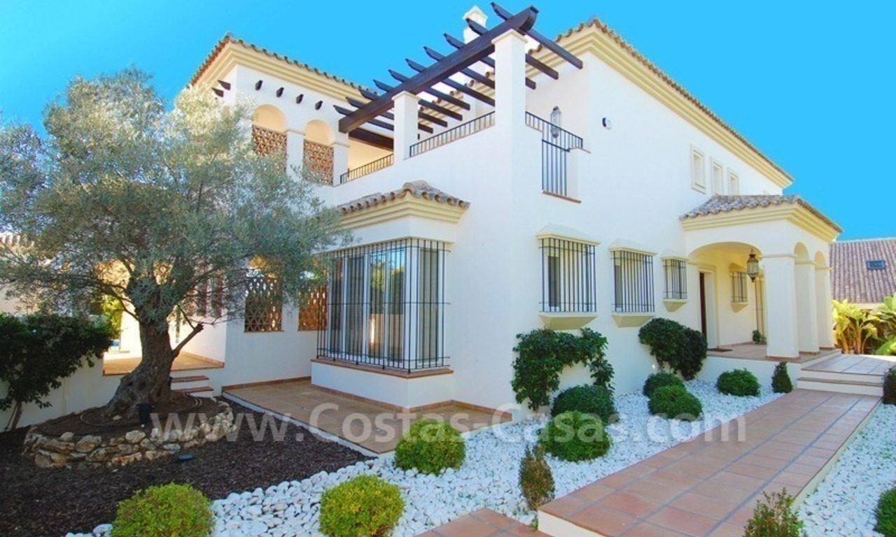 Luxe beachside villa te koop in Marbella 10