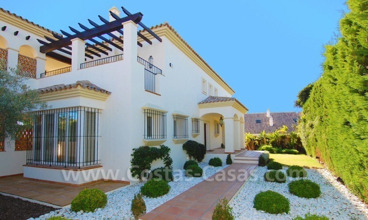 Luxe beachside villa te koop in Marbella 11