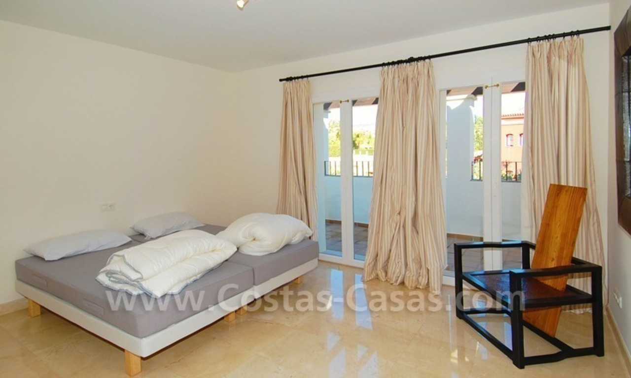 Luxe beachside villa te koop in Marbella 20