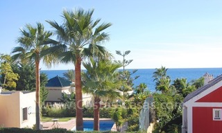 Luxe beachside villa te koop in Marbella 26