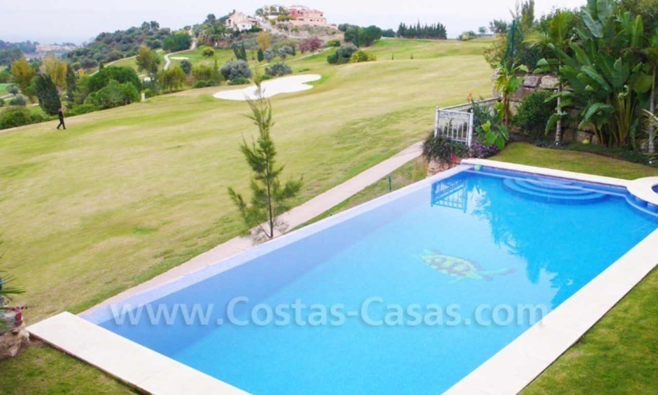 Exclusieve ruime villa mansion te koop direct aan de golf in Marbella - Benahavis 2