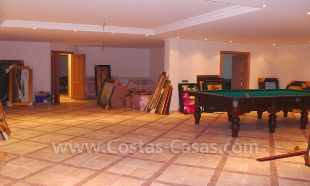 Exclusieve ruime villa mansion te koop direct aan de golf in Marbella - Benahavis 28