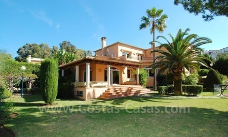 Beachside villa te koop in Elviria, Marbella