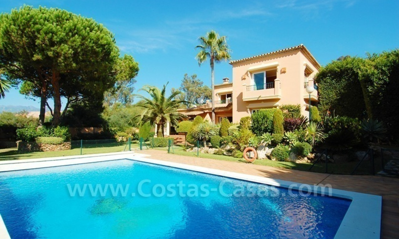 Beachside villa te koop in Elviria, Marbella 3