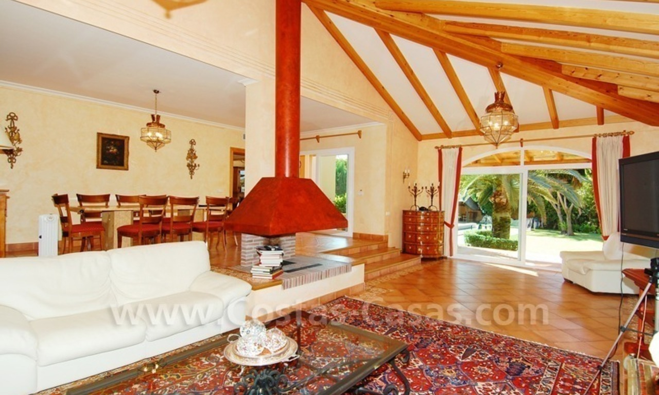 Beachside villa te koop in Elviria, Marbella 10