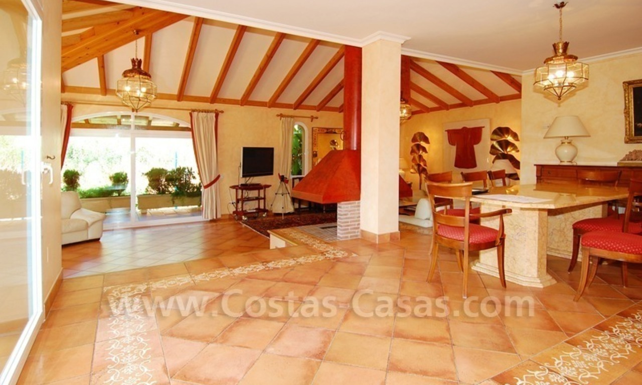 Beachside villa te koop in Elviria, Marbella 11