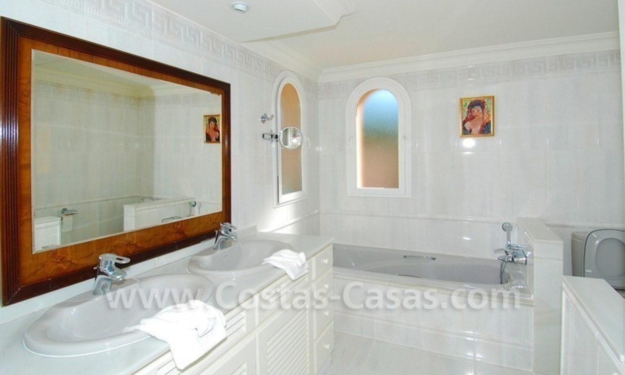 Beachside villa te koop in Elviria, Marbella 17