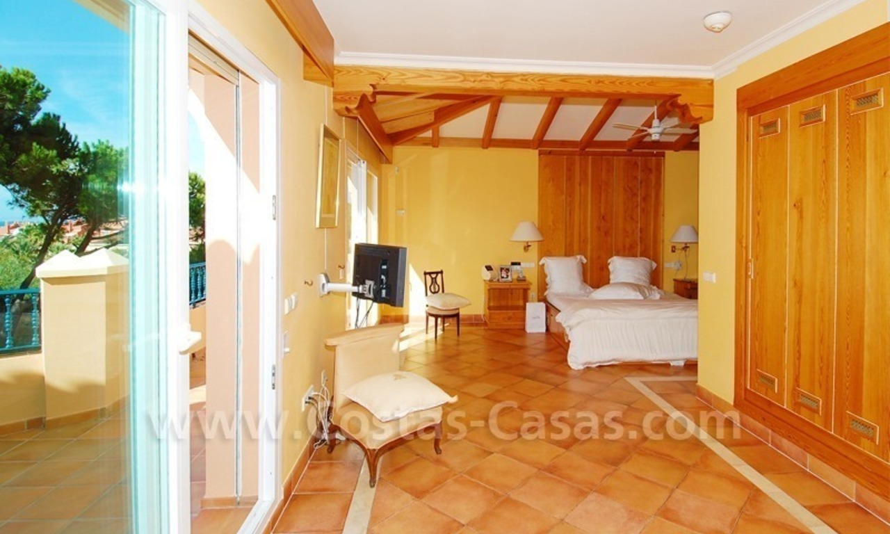 Beachside villa te koop in Elviria, Marbella 16