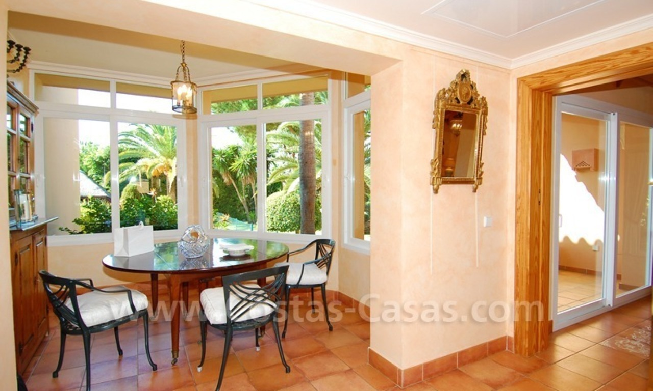 Beachside villa te koop in Elviria, Marbella 12
