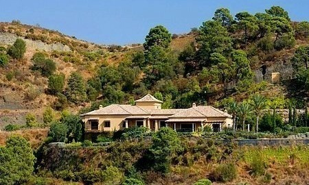 Luxe villa te koop op Marbella Club Golf Resort te Benahavis