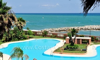 Luxe beachfront appartement te koop in Malibu, Puerto Banus, Marbella 0