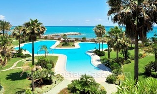 Luxe beachfront appartement te koop in Malibu, Puerto Banus, Marbella 1