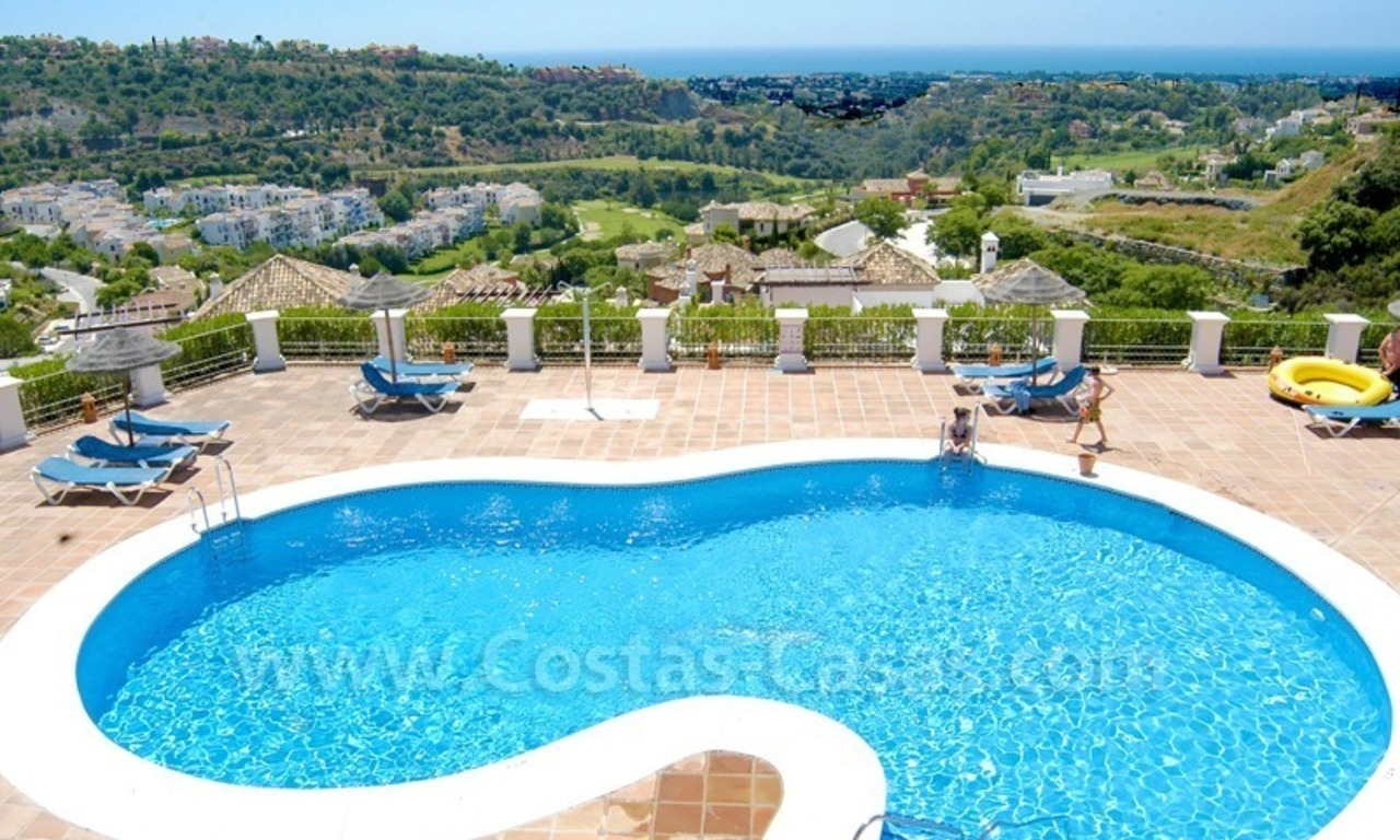 Bargain golf appartement te koop direct aan golfbaan in West Marbella – Benahavis 2