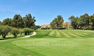 Marbella for sale: luxe front line golf appartementen te koop Marbella Benahavis 23