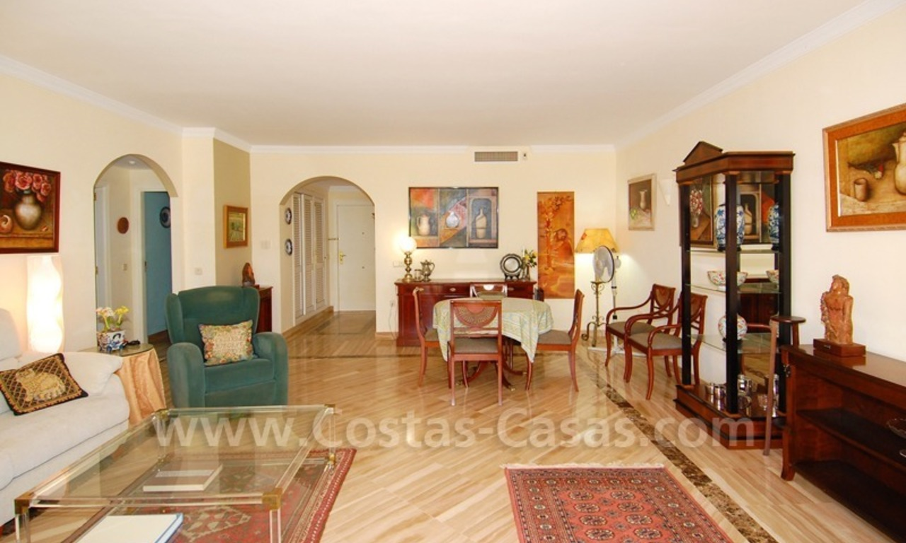 Beachside appartement te koop in Marbella 10