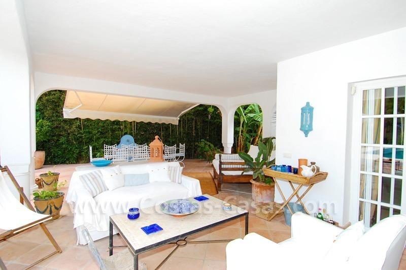 Marbella villa te koop vlakbij het strand op grote tuin perceel - Decoratie hoofdslaapkamer ...