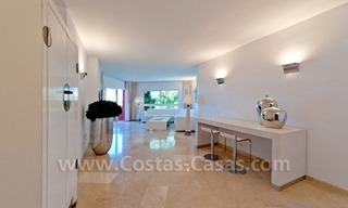 Strand appartement te koop in beachfront complex te Marbella 9