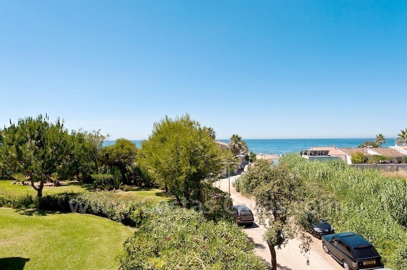 Strand appartement te koop in beachfront complex te Marbella