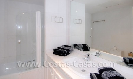 Beachside luxe appartement te koop in Puerto Banus te Marbella 12