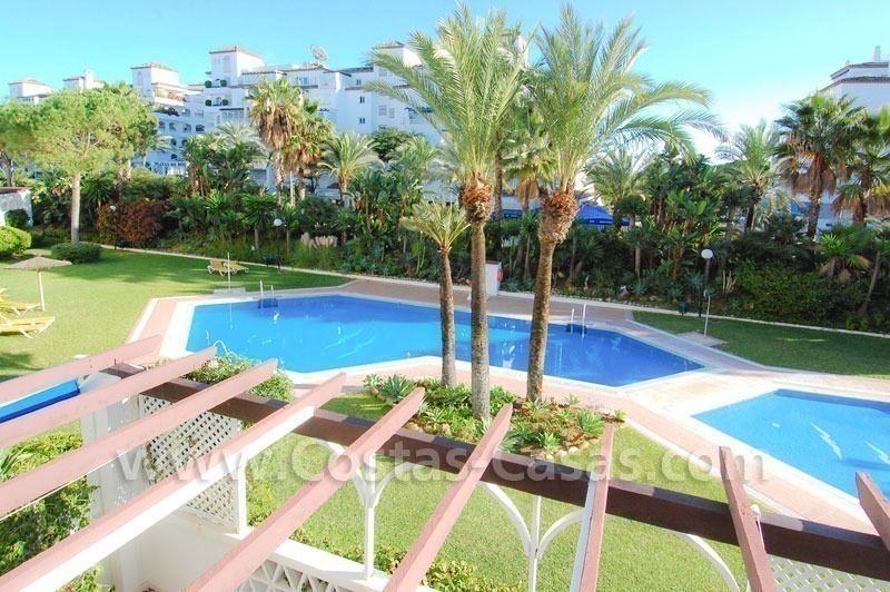 Beachside luxe appartement te koop in Puerto Banus te Marbella 0