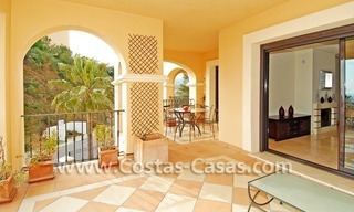 Koopje! Luxe golf appartment te koop in golfresort, Nueva Andalucia, Marbella 1