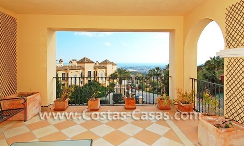 Koopje! Luxe golf appartment te koop in golfresort, Nueva Andalucia, Marbella