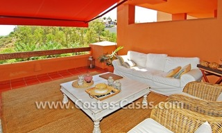 Te huur in Marbella - Benahavis: Luxueus en trendy appartement in Mediterrane stijl 1