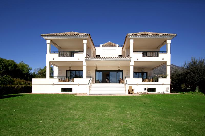 Exclusieve villa te koop in een moderne andalusische stijl op de golden mile in marbella - Foto moderne villa ...