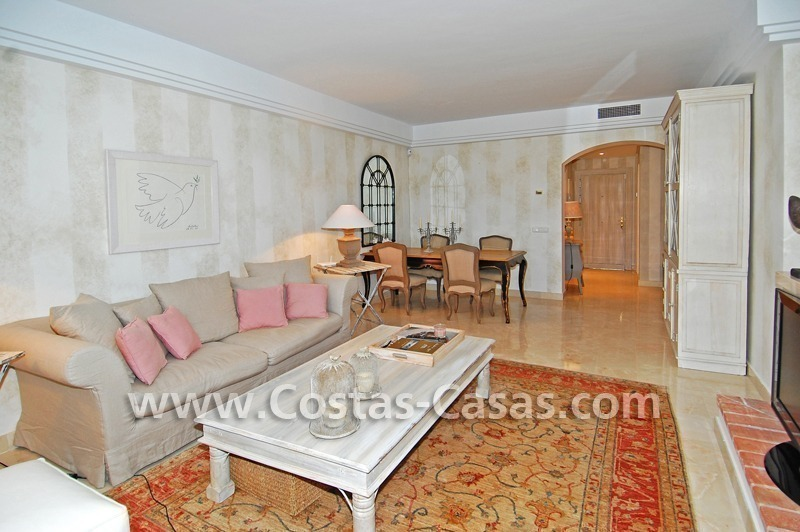 Te huur in Marbella - Benahavis: Luxueus en trendy appartement in Mediterrane stijl