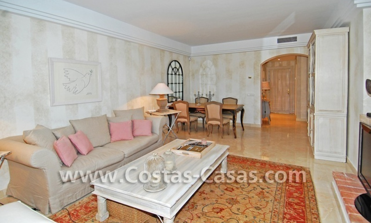 Te huur in Marbella - Benahavis: Luxueus en trendy appartement in Mediterrane stijl 0