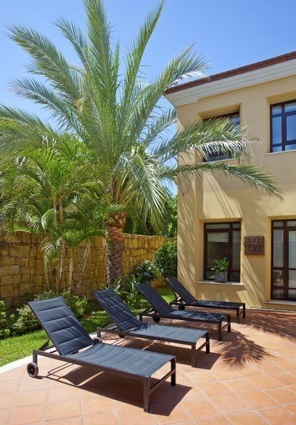 3 Home Decor Trends For Spring Brittany Stager: Luxe Beachside Moderne Villa Te Koop Vlakbij Het Strand In