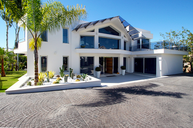 Moderne villa te koop nueva andalucia marbella for Des villas modernes