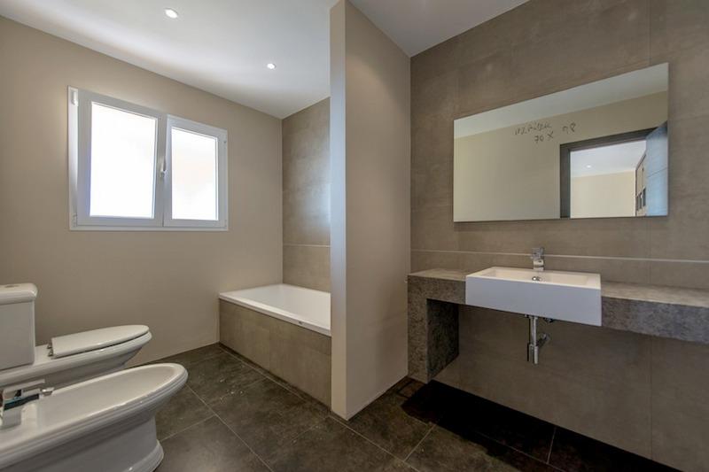 Luxe villa te koop benalmadena costa del sol - Betegelde ensuite marmeren badkamers ...
