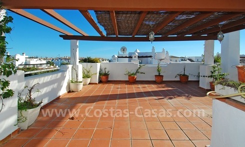Beachside penthouse appartement te koop in Marbella