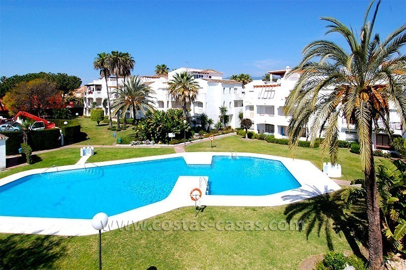 Beachside penthouse appartement te koop op de New Golden Mile tussen Marbella en Estepona