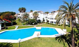 Beachside penthouse appartement te koop op de New Golden Mile tussen Marbella en Estepona 0