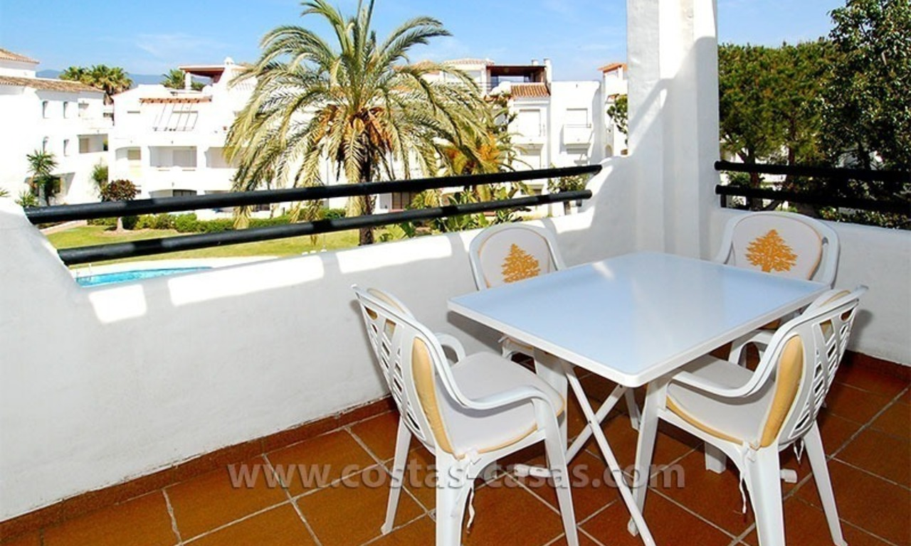 Beachside penthouse appartement te koop op de New Golden Mile tussen Marbella en Estepona 1