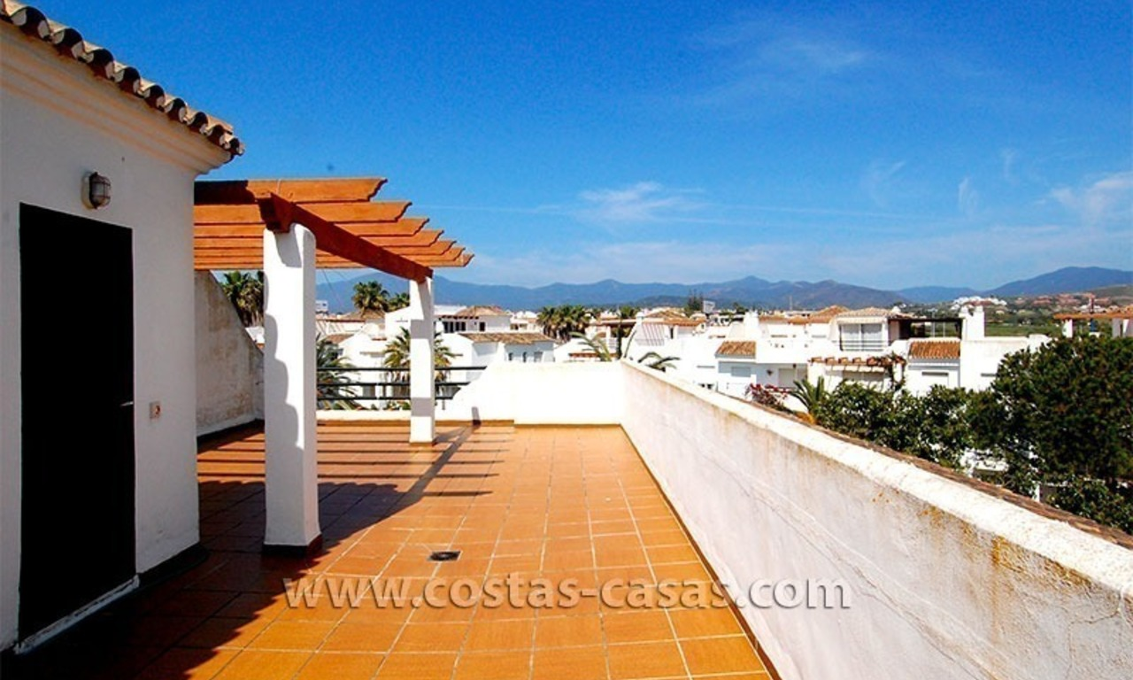 Beachside penthouse appartement te koop op de New Golden Mile tussen Marbella en Estepona 2