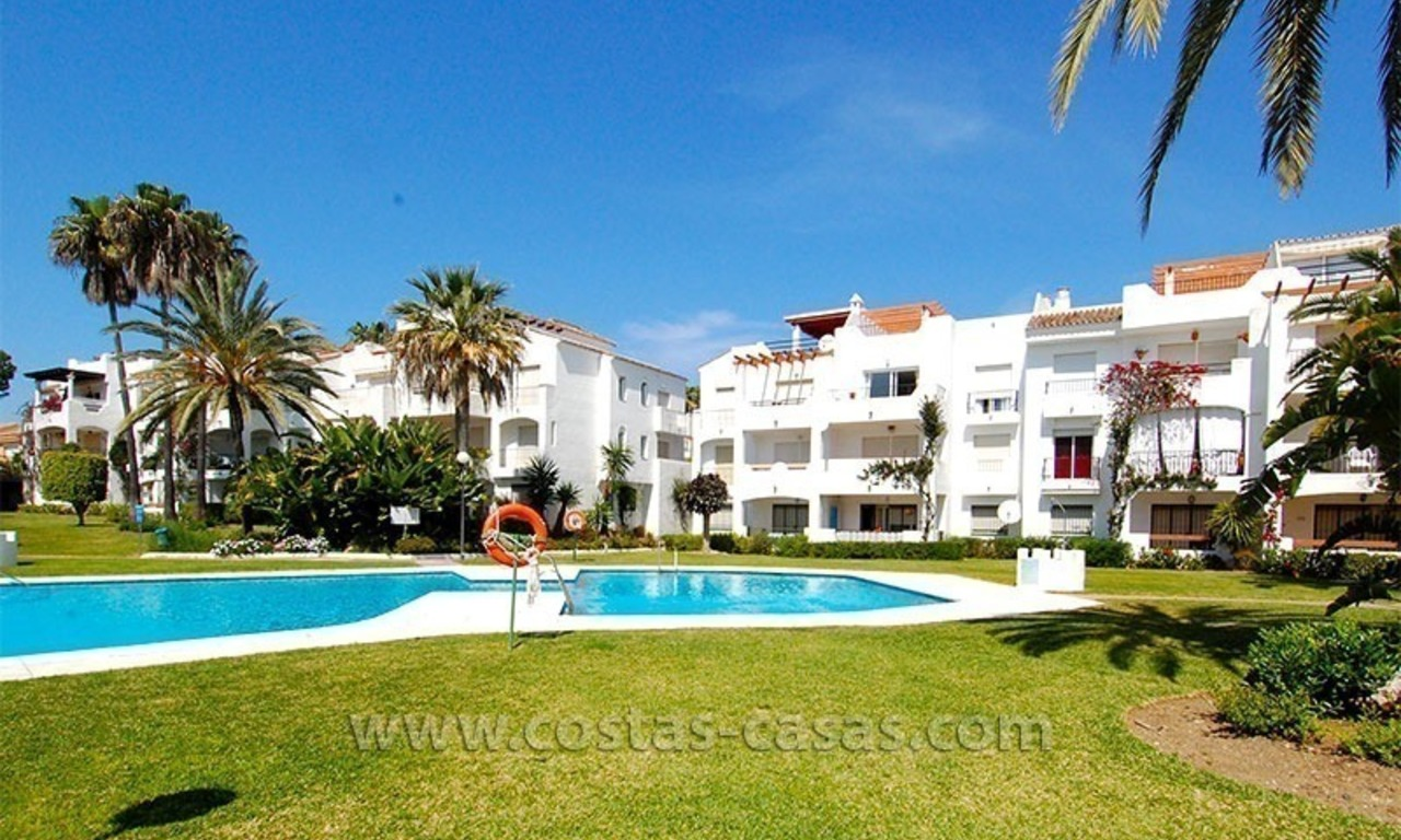Beachside penthouse appartement te koop op de New Golden Mile tussen Marbella en Estepona 15