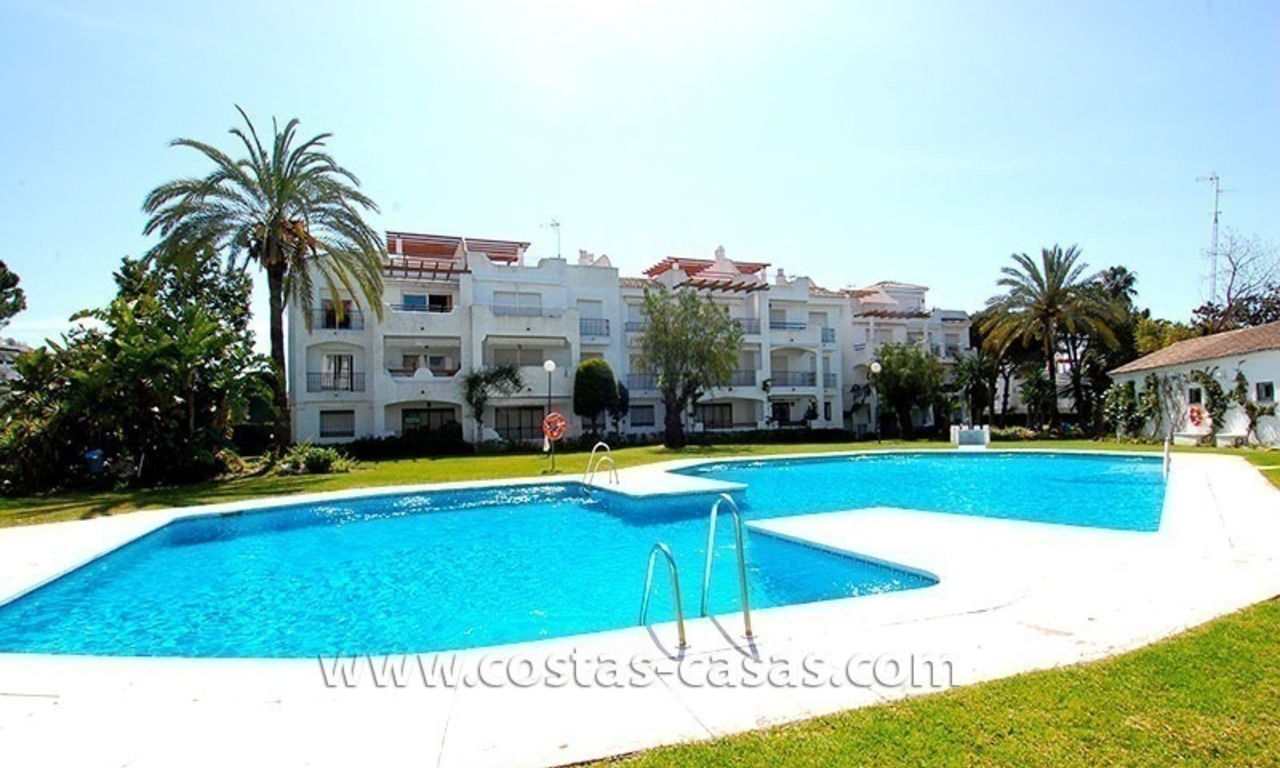 Beachside penthouse appartement te koop op de New Golden Mile tussen Marbella en Estepona 16