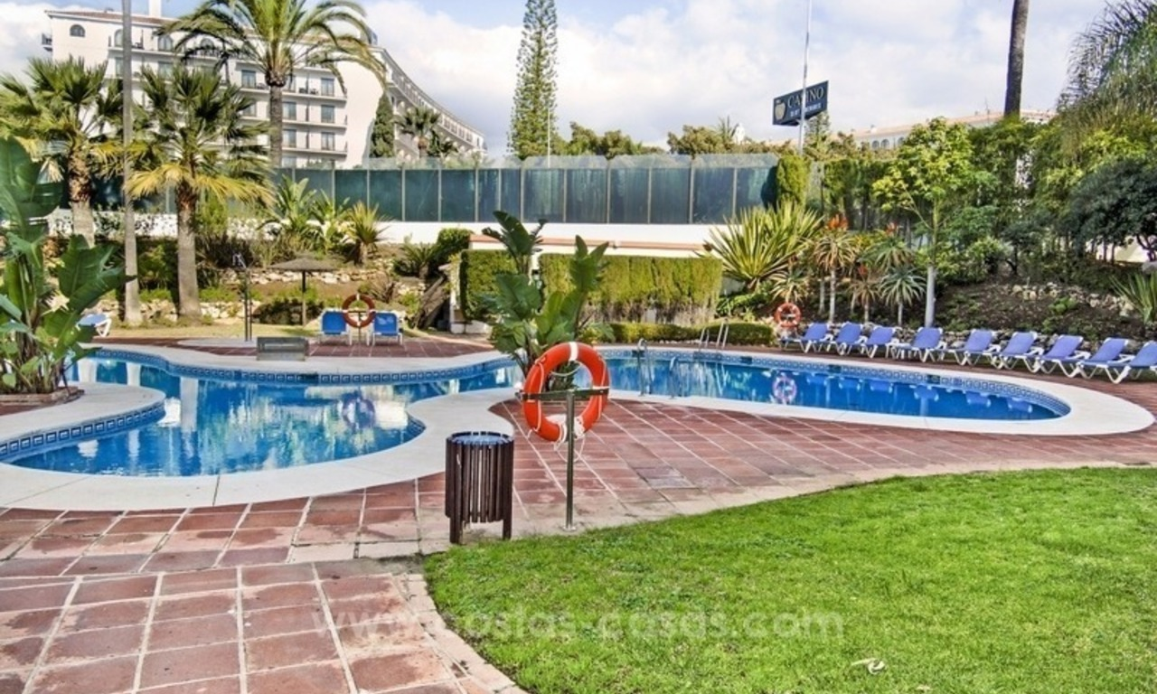 Perfect location!! Beachside apartment for sale in Puerto Banús 12