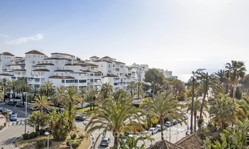 Droom locatie! Beachside Appartment te koop te Puerto Banus
