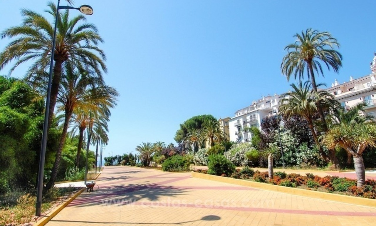 Perfect location!! Beachside apartment for sale in Puerto Banús 13