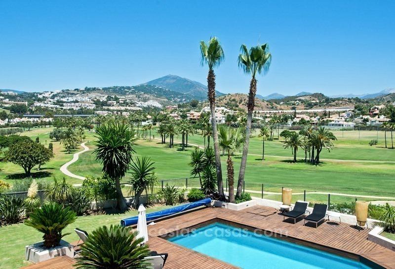 Eigentijdse gerenoveerde eerstelijn golf villa te koop in nueva andalucia marbella - Eigentijdse barbecue ...
