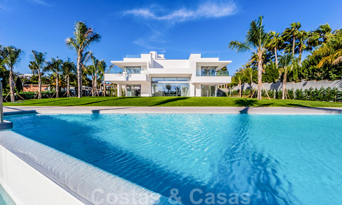 Moderne beachside design villa te koop in Marbella West 29027
